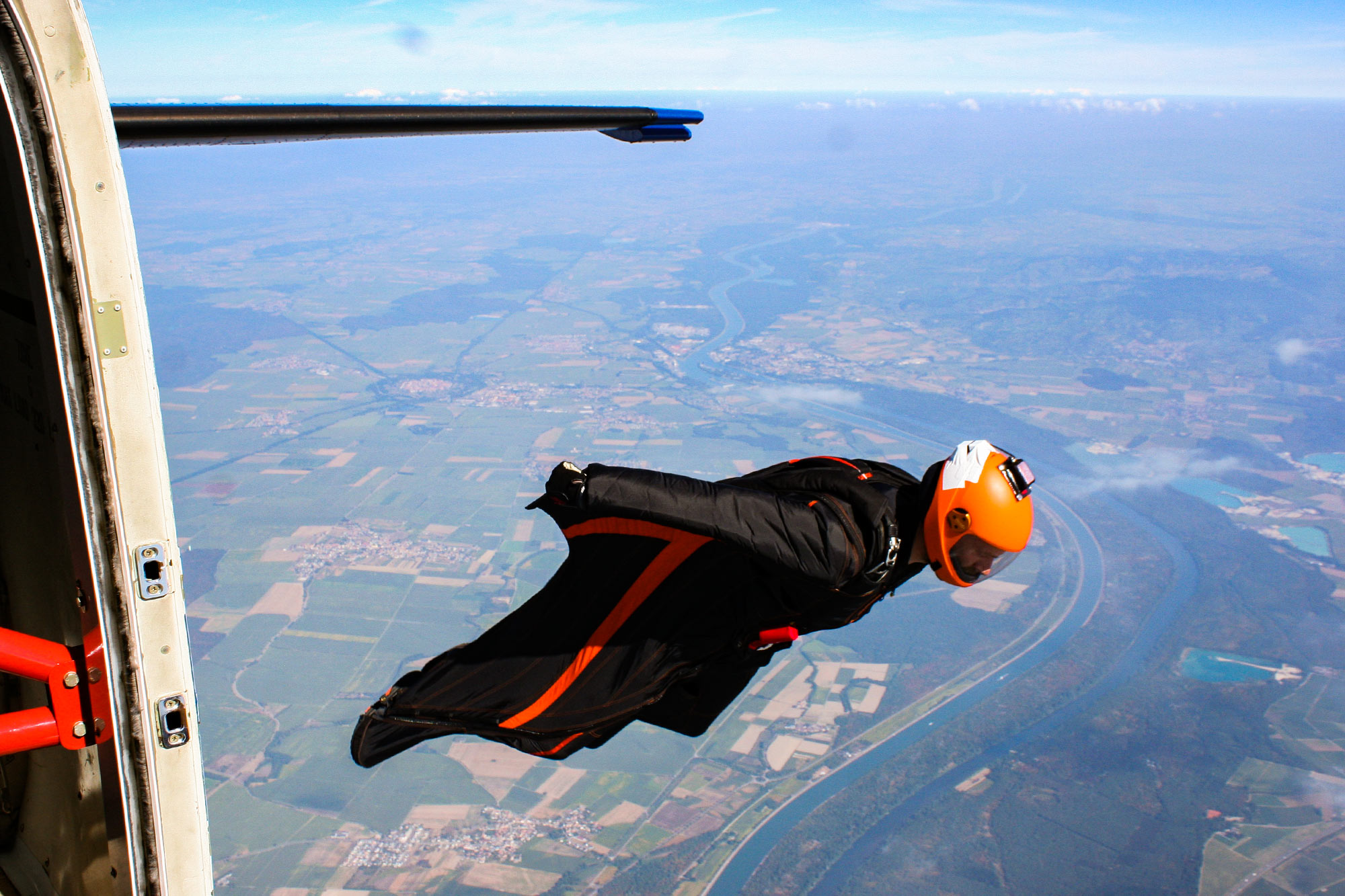 Wingsuit — eine nationale Premiere